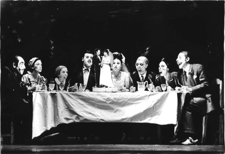 La boda de los pequeños burgueses - brech - Angel facio- los goliardos 1970
